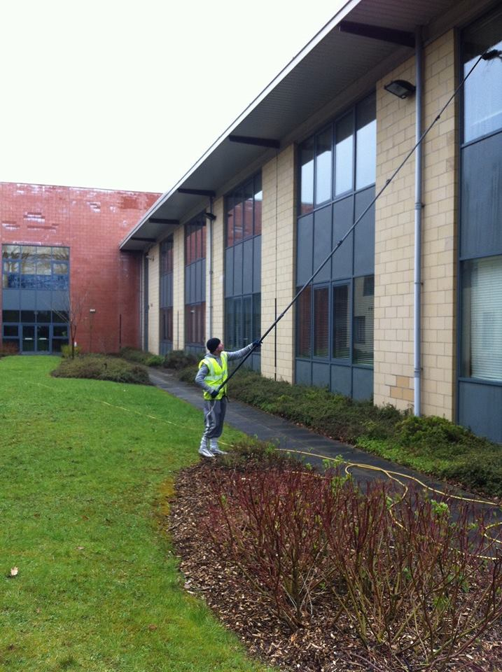 cleaning high commercial windows